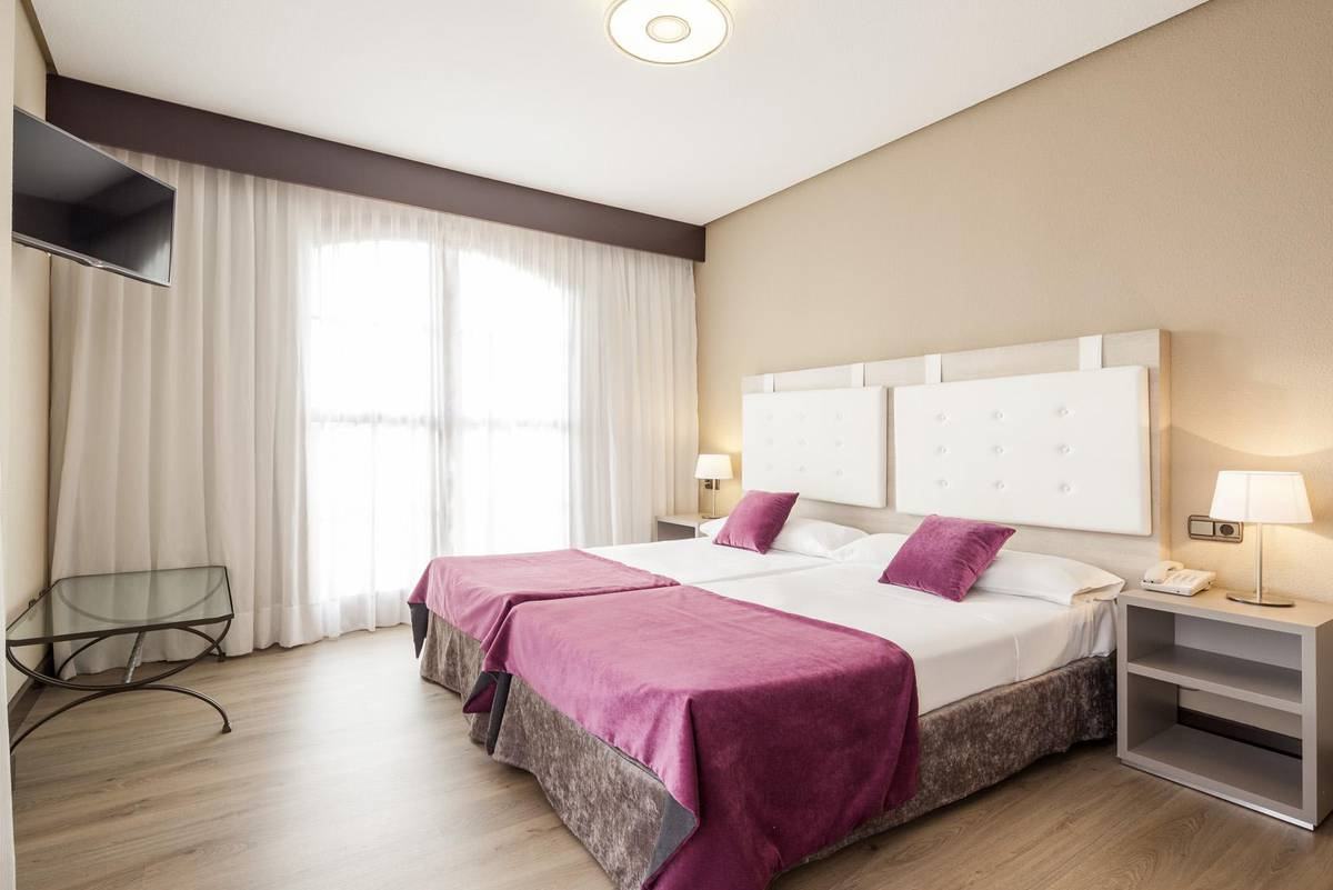 Chambre triple ilunion golf badajoz hotel ilunion golf badajoz